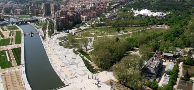 Парк при набережной Platforma del Rey в Мадриде. 2012. Работа из портфолио West 8 urban design & landscape architecture b.v. © West 8