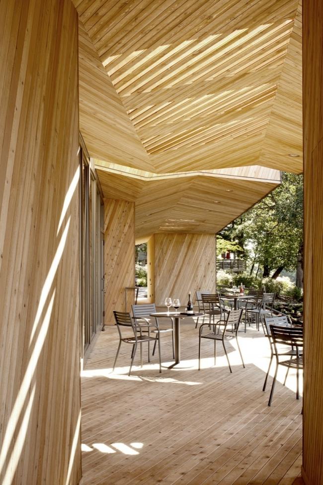 Дегустационный зал винодельни Sokol Blosser © Jeremy Bitterman