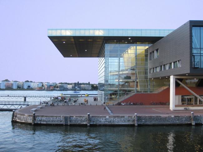 Концертный зал Muziekgebouw в Амстердаме. Фото Andrea Giannotti с сайта archdaily.com