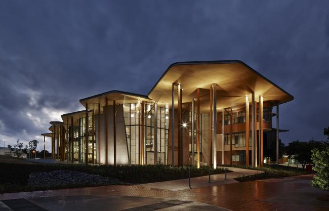 Школа архитектуры им. Сохайла Абедьяна © Peter Bennetts