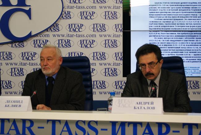 Авторы книги Леонид Беляев и Андрей Баталов на пресс-конференции в ИТАР-ТАСС. Фотография Аллы Павликовой