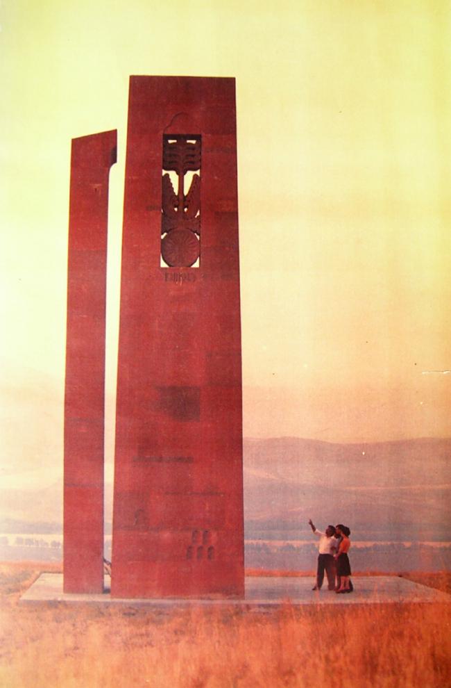 Джим Торосян. Мемориальные стелы. Представлено Кареном Бальяном