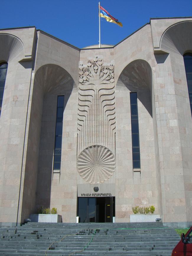 Джим Торосян. Здание мэрии Еревана. Представлено Кареном Бальяном