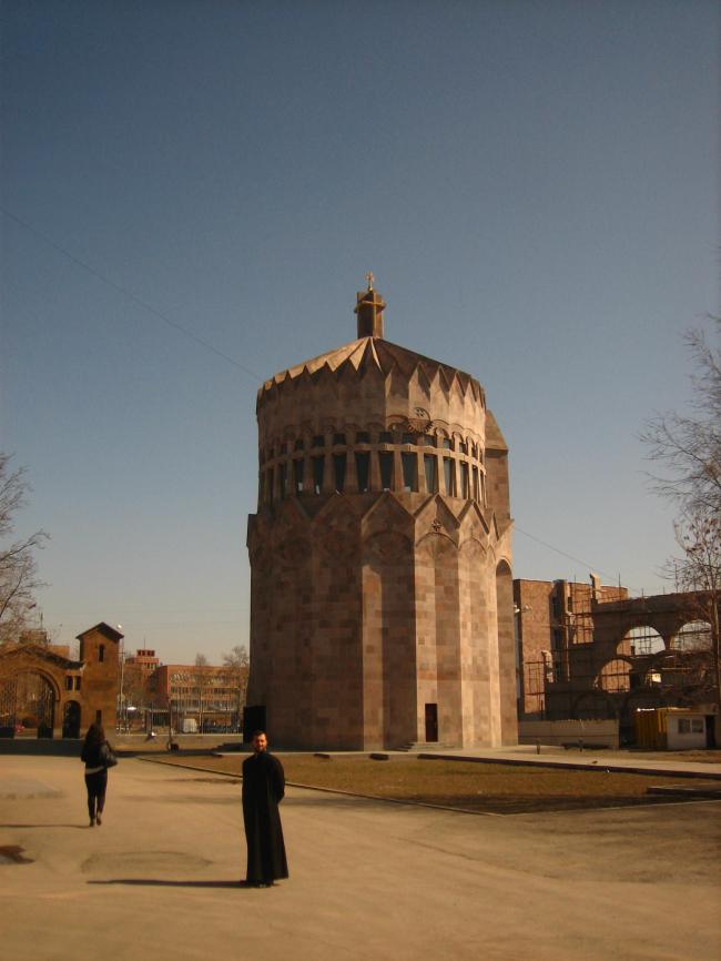 Джим Торосян. Церковь в Эчмиадзине, одна из последних работ архитектора. Представлено Кареном Бальяном
