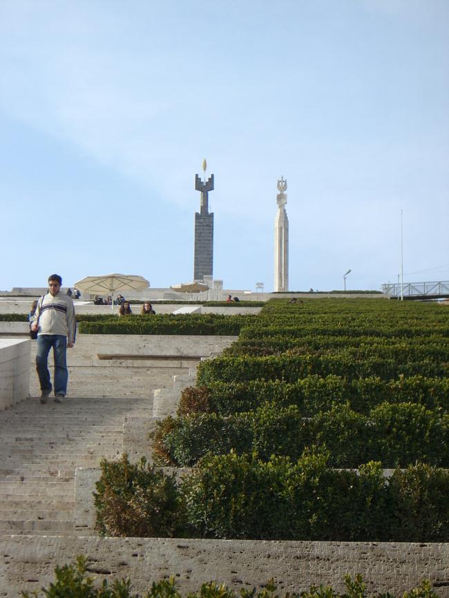 Джим Торосян. Каскад «Армения» в Ереване. Представлено Кареном Бальяном