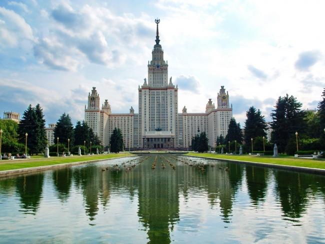 Главное здание МГУ им. М.В.Ломоносова. Фото © Igor Butyrskii с сайта e-architect.co.uk