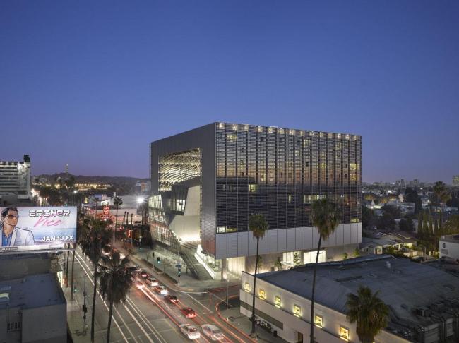 Колледж Эмерсона – здание в Лос-Анджелесе © Roland Halbe. Фото с сайта morphopedia.com