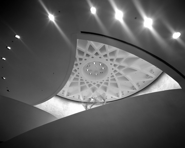 """MLC Centre в Сиднее, фойе театра с арт-объектом """"Mercator"""" работы Чарльза Перри, 1972-75; фото Макса Дюпена"""