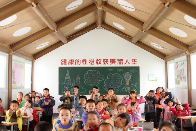 Хуалиньская временная начальная школа в Чэнду. 2008. Фото: Li Jun. Предоставлено Shigeru Ban Architects