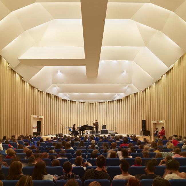 Бумажный концертный зал в Аквиле © Didier Boy de La Tour