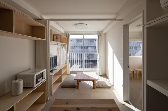 Многоэтажные временные дома из контейнеров в Онагаве, Япония. 2011. Фото: Hiroyuki Hirai. Предоставлено Shigeru Ban Architects