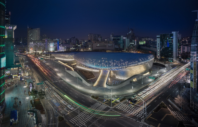 Комплекс Dongdaemun Design Park and Plaza © Virgile Simon Bertrand