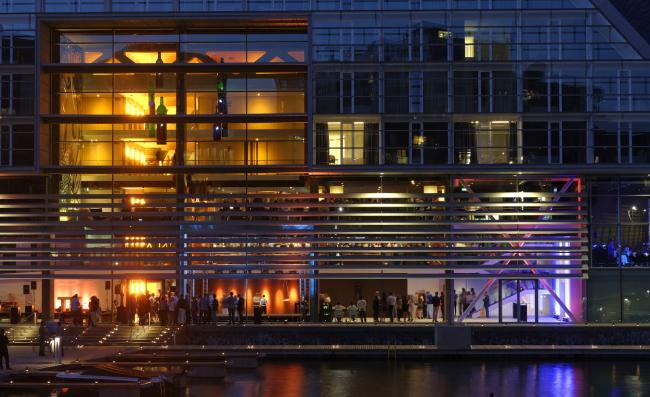 Комплекс IJdock. Bakers Architecten и Бен Лураккер. Отель Aitana IJdock © Frank Stahl