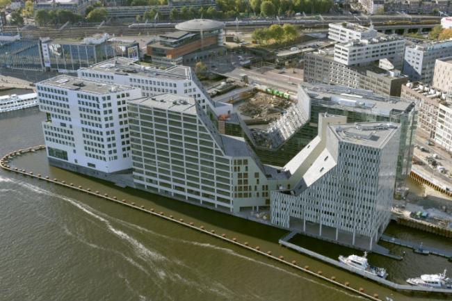 Комплекс IJdock/ Вид на офисный и жилой корпуса бюро Zeinstra van Gelderen © SeARCH