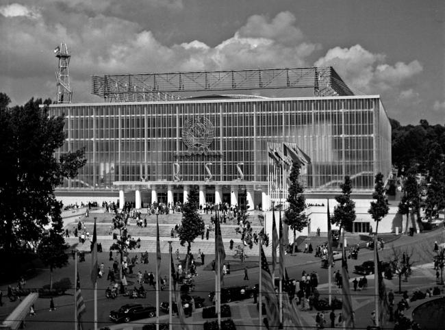 Павильон СССР на Всемирной выставке в Брюсселе в 1958. Изображение предоставлено Анной Броновицкой
