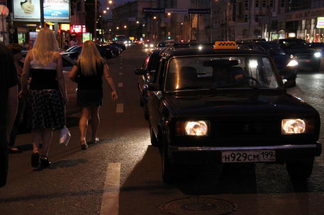 Ночное московское такси («бомбилы»). Из презентации Виталия Авдеева. Проект «Ночная мобильность». Источник: Flickr, пользователь Klaartje