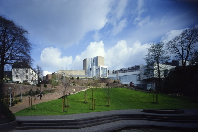 Музей Абтайберг  в Мёнхенгладбахе.  Проект 1971-72, здание 1982. Фото с сайта hollein.com