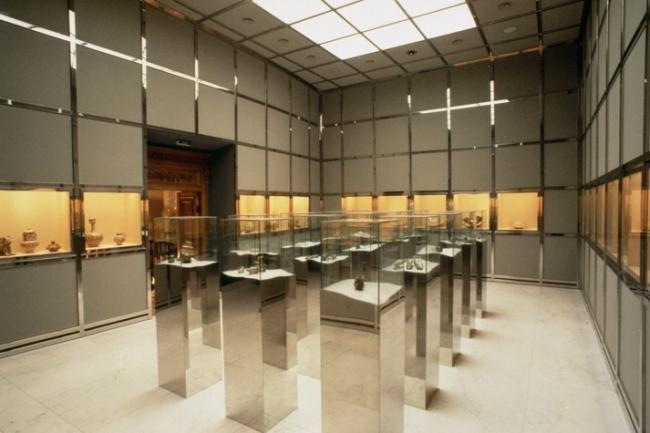 Музей стекла и керамики  в Тегеране. 1978. Дизайн постоянной экспозиции. Фото с сайта hollein.com
