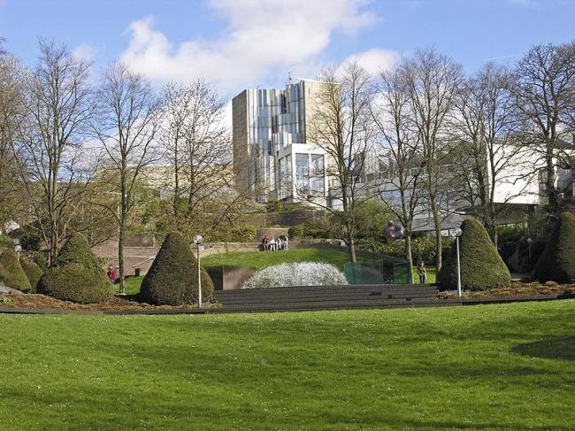 Музей Абтайберг  в Мёнхенгладбахе.  Проект 1971-72, здание 1982. Фото: Wikimedia Commons