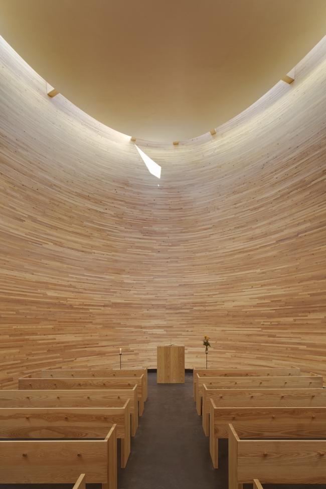 Часовня тишины (часовня Камппи) K2S Architects в Хельсинки.  Фото: Jussi Tiainen