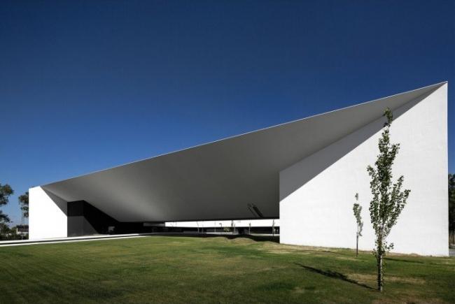 Высшая школа технологий. Компания Montenegro Architects