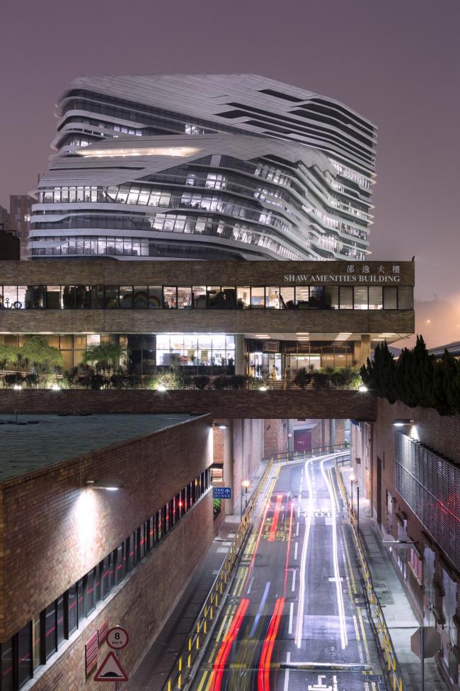 Корпус Jockey Club Innovation Tower Гонконгского политехнического университета. Фото © doublespace