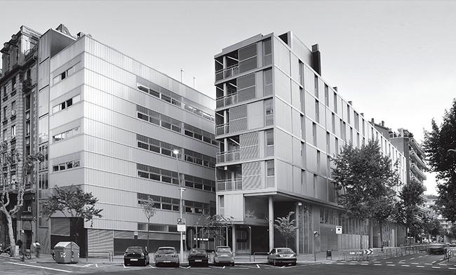 Тот самый дом на Эшампле, проектом которого архитекторы настаивают на необходимости изучать потребности разных  возрастных групп горожан. Фрагмент презентации Никола Рагуши. www.coll-leclerc.com