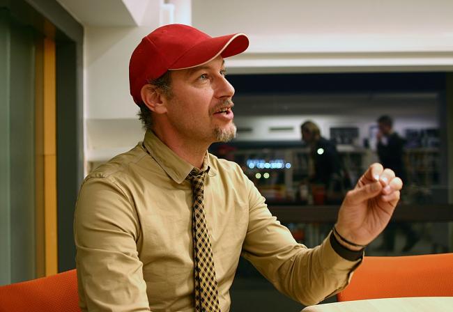 Никола Рагуши  продолжил свой рассказ уже после лекции в «учительской» МАРШа. Фотография Марины Игнатушко