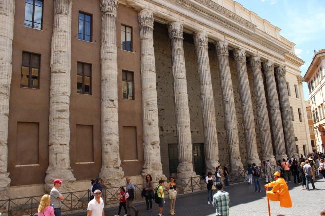 Бывшее здание Сухопутной Таможни (Храм Адриана). Современный вид. Фото А. Вяземцевой.