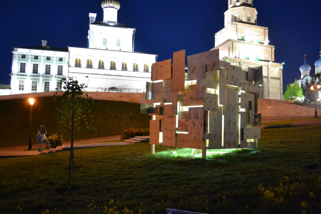 «Арт-объект»–в интернете победил «Куб-Ka'bah-Cube»  Алексея Лазарева,  Анны Найшуль и Гузели Файзрахмановой (куратор). Фотографии предоставлены организаторами премии