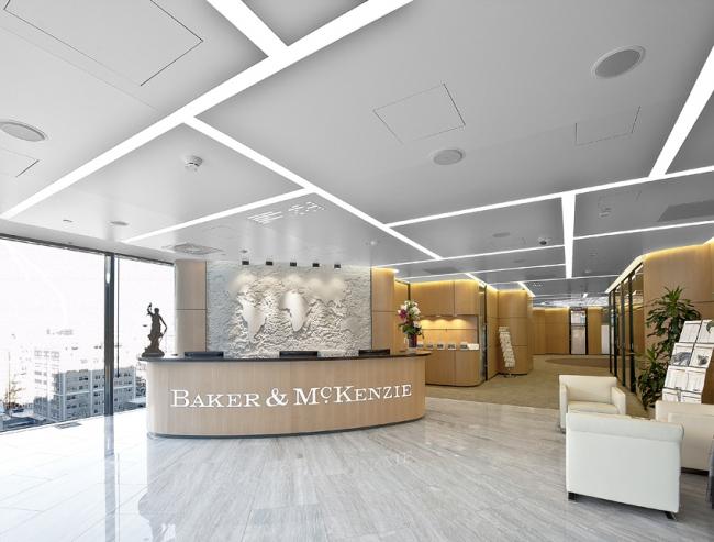 Победа в номинации «Светодизайн» досталась интерьеру компании Baker&Mckenzie, выполненному Архитектурной мастерской Сергея Эстрина. Фотография предоставлена организатором.