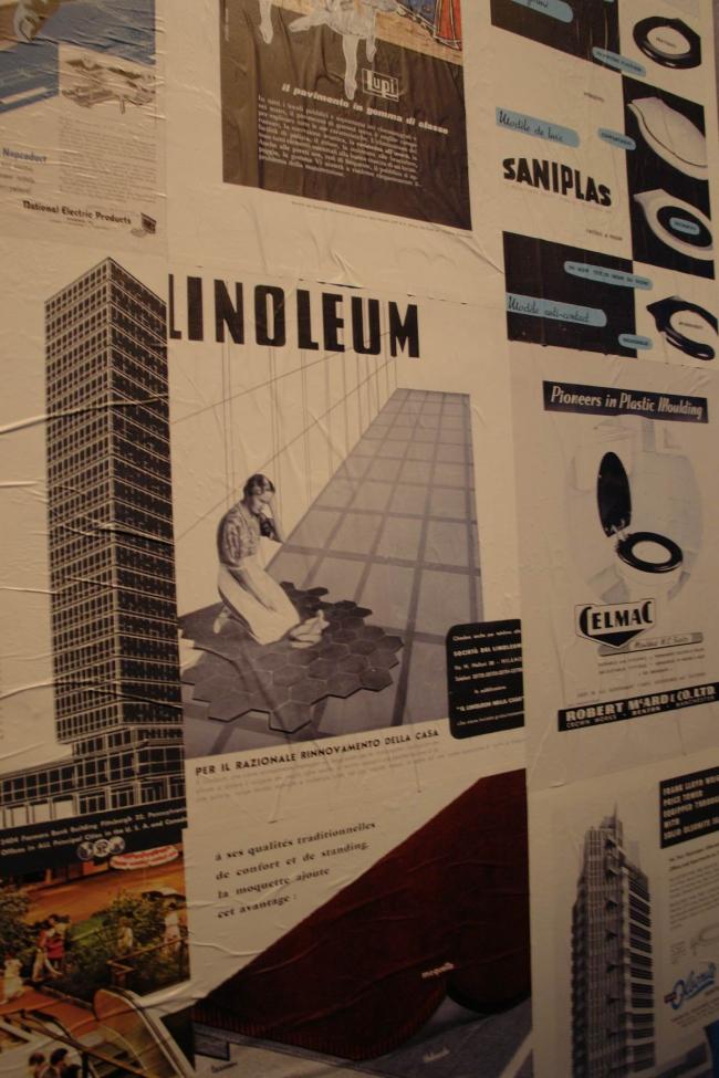 Рекламные плакаты стройматериалов разных лет - важная часть экспозиции © Нина Фролова