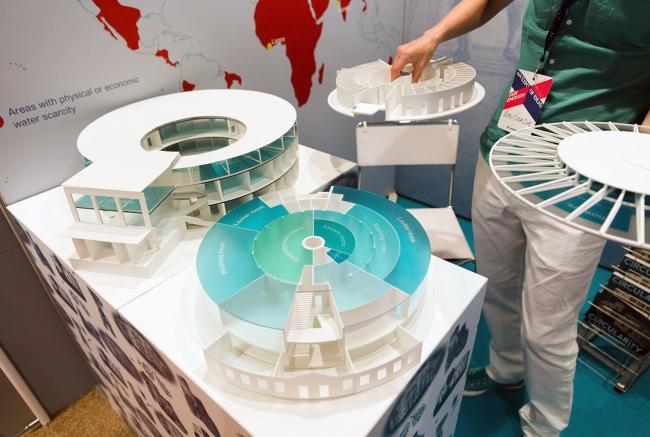 Разборные макеты круглых бань. Фотография Николая Зверькова