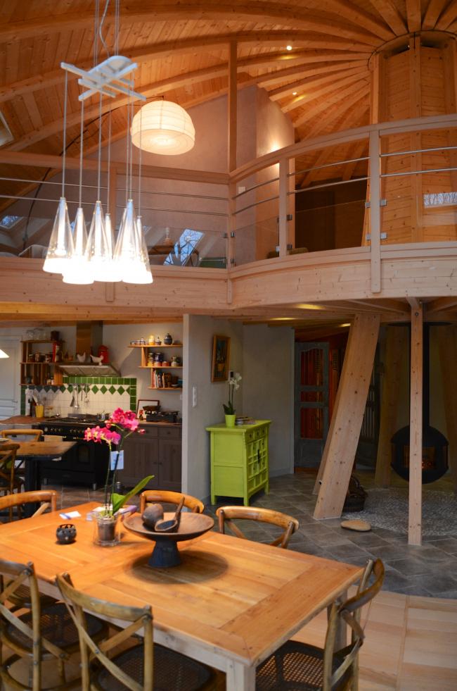 Вращающийся дом Domespace в Лионе. Конструкции купола в интерьере©www.domespace.ru