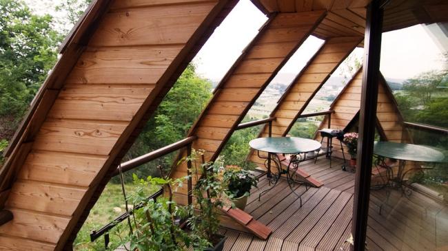 Вращающийся дом Domespace в Лионе. Терраса вокруг дома©www.domespace.ru