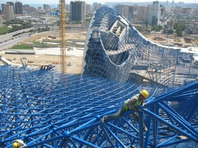Культурный центр Гейдара Алиева в процессе строительства. Фото с сайта skyscrapercity.com