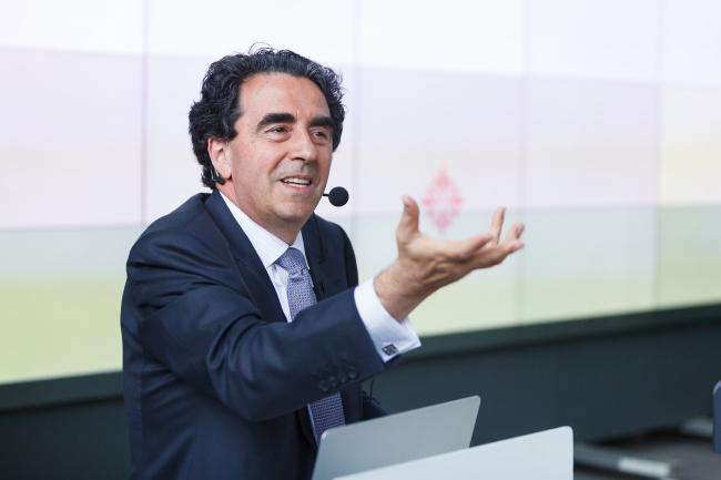 Сантьяго Калатрава на лекции в Институте «Стрелка». Фото: Михаил Голденков / Институт «Стрелка»
