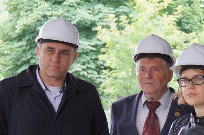 Бизнес-центр Dominion Tower. Экскурсию по зданию ведет архитектор проекта из бюро Захи Хадид Кристос Пассас (слева). Фото © Наталья Коряковская