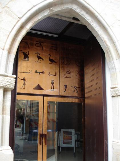 Музей Шампольона и письменности мира. Главный вход