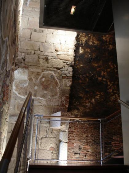 Музей Музей Шампольона и письменности мира. Лестничная клетка