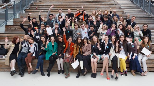 Выпускники и преподаватели института «Стрелка» 2013/14 учебного года. Фото: Михаил Голденков / Институт «Стрелка»