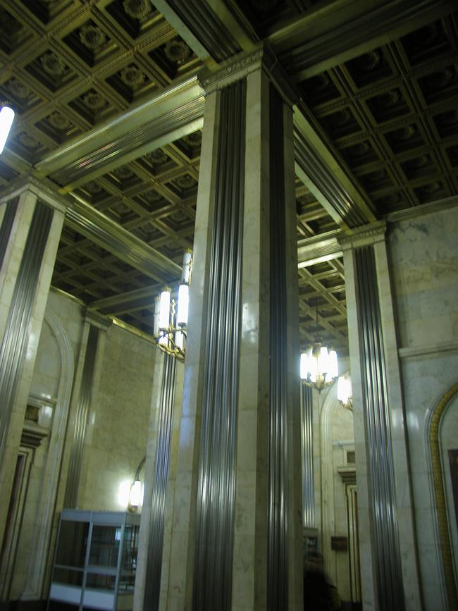 Вестибюль главного здания