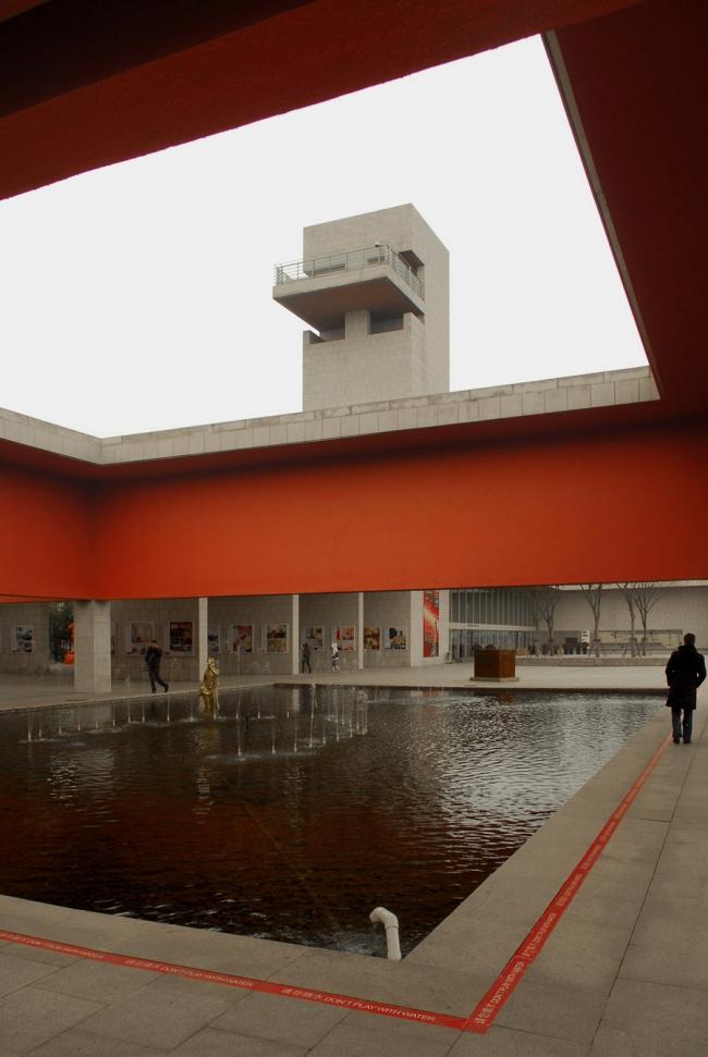 Vittorio Gregotti Associati. Выставочный центр в Пуцзяне (Шанхай). Фото © Анатолий Белов