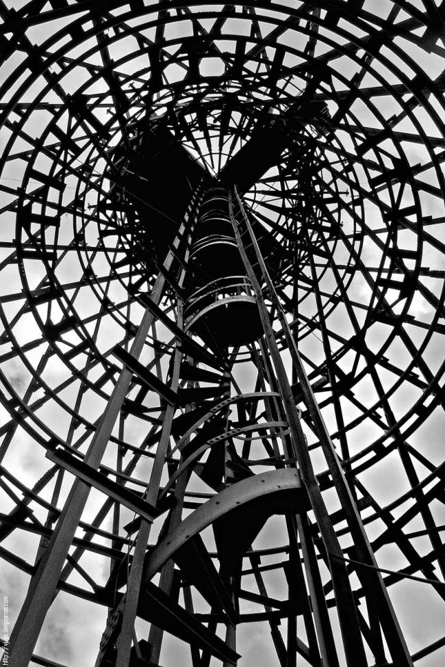 Башня Шухова на территории завода. Фото Надежды Щема