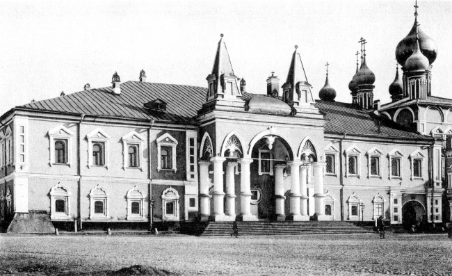 Вход в Чудов монастырь, фотография начала XX века. Фотограф Карл Андреевич Фишер. Wikipedia, PD-old-100.