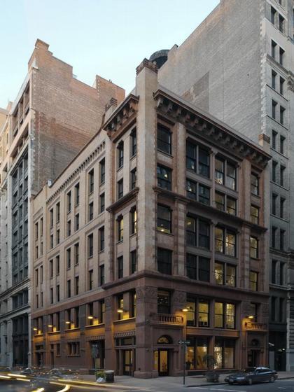 Философский факультет Нью-Йоркского Университета (NYU). Вид здания снаружи © Andy Ryan