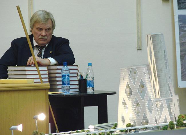 Хотя главный архитектор Москвы Александр Кузьмин и бросал на макет сердитые взгляды, он дал проекту Кикутаке самую положительную харатеристику и даже предложил не портить его на согласованиях  фотографии Юлии Тарабариной
