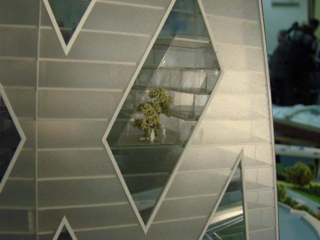 Кутузовский проезд, вл. 16. Kikutake architects. Миракс-групп. На макете были хорошо видны деревья и человечки в распределенных по всей высоте дома зимних садах