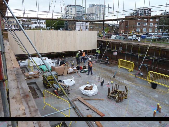Bridport House: установка CLT-панелей 1-го этажа © Rahul Patalia