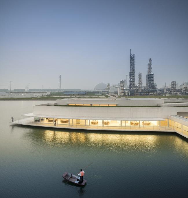 Административный «Корпус на воде» завода Shihlien Chemical Industrial © Fernando Guerra | FG+SG